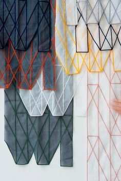 ronan erwan bouroullec curtains Textile Design, Art Design, Fabric Design, Pattern Design, Geometric Shapes, Textile Fabrics, Textile Patterns, Textile Art, Fiber Art
