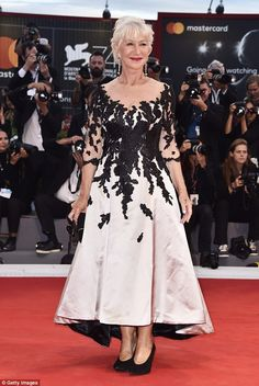 """Helen Mirren wore a bicolor embroidered Sassi Holford evening dress, Chopard jewerly and Lisa Kay 'Pandora' shoes to """"The Leisure Seeker (Ella & John)"""" premiere during the 2017 Venice Film Festival (I) Jane Fonda, Julianne Moore, Venice Film Festival, Festival 2017, Dame Helen, Donald Sutherland, Susan Sarandon, Red Midi Dress, Fancy Dress"""