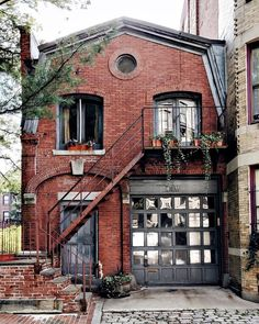 Selamat Designs on Cozy Boston curb appeal photo by sdamiani Beautiful Buildings, Beautiful Homes, Casa Retro, Cute House, Sims House, House Goals, My Dream Home, Curb Appeal, Exterior Design