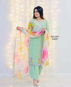 Party Wear Indian Dresses, Indian Gowns Dresses, Indian Fashion Dresses, Dress Indian Style, Punjabi Suits Designer Boutique, Indian Designer Suits, Embroidery Suits Design, Embroidery Fashion, Embroidery Ideas