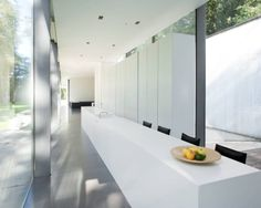 Outstanding Glass House with Two Levels: Long White Kitchen Table At The House Roces Modern Kitchen With Outdoor View Decorated WithWooden P. Küchen Design, House Design, Clean Design, Contemporary Kitchen Interior, Cocinas Kitchen, Interior Minimalista, Minimal Home, Architect House, Minimalist Kitchen