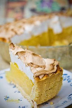 Lemon Meringue Pie. (sugar, flour, corn flour, salt, water, lemons, butter eggs, shortening, white vinegar)
