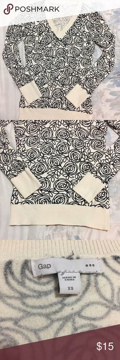 Top GAP Great condition V neck with long sleeve GAP Tops Tees - Long Sleeve