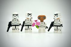 lego star wars stormtroopers online with e. Lego Stormtrooper, Starwars Lego, Lego Star Wars Games, Star Wars Toys, Lego Disney, Legos, Jouet Star Wars, Lego Humor, Ufo