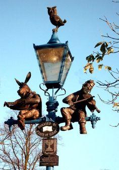 Street lamp in Caravan Park in Stratford, Warwickshire. Street Art, Street Signs, Pub Signs, Shop Signs, Muebles Estilo Art Nouveau, Stratford Upon Avon, Great Britain, Statues, Signage