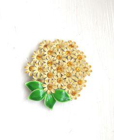 vintage daisy brooch 80