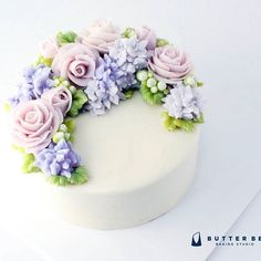 Pretty Cakes, Cute Cakes, Beautiful Cakes, Korean Buttercream Flower, Buttercream Flower Cake, Creative Cake Decorating, Creative Cakes, Buttercream Designs, Cake Piping