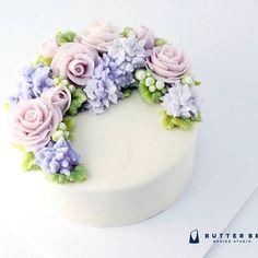 #onedayclass student's work! Pretty!! #flowercake #flower #buttercream…