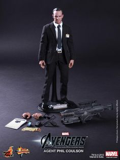 Agent Coulson 1/6th Scale Hot Toys Action Figure Revealed.  I NEED IT.