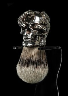 shaving brush bear s head handle in polished pewter with silver