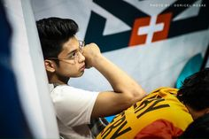 THIS IS ONE OF MY FAVEEEE PICTURES KAY RICCI! RICCI RIVERO 💖 Donny Pangilinan Wallpaper, Ricci Rivero, Ideal Boyfriend, Boys Hoodies, Colorful Wallpaper, Just Amazing, Basketball Players, Boyfriend Material, Athlete