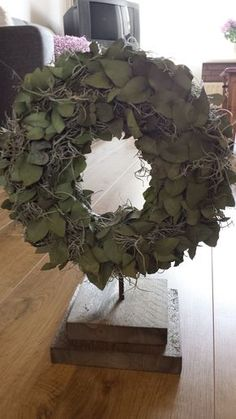 Beautiful eucalyptus wreath on a tripod. The wreath is 30 cm in diameter. - Before After DIY Spring Front Door Wreaths, Christmas Door Wreaths, Christmas Party Decorations, Christmas Ornaments, Before And After Diy, Eucalyptus Wreath, Nursery Wall Decor, Diy Home Crafts, How To Make Wreaths