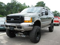 Ford_Excursion_lifted_132547