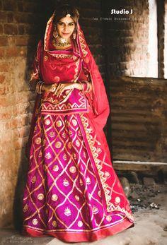 Best Rajasthani Poshak To Wear – Digital Manohar Indian Lehenga, Rajasthani Lehenga, Rajasthani Bride, Bridal Lehenga Choli, Choli Dress, Silk Lehenga, Indian Attire, Indian Wear, Indian Outfits