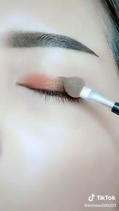 Smoke Eye Makeup, Eyebrow Makeup Tips, Korean Eye Makeup, Makeup Tutorial Eyeliner, Makeup Eye Looks, Eye Makeup Steps, Eye Makeup Brushes, Eye Makeup Art, Eyeshadow Makeup