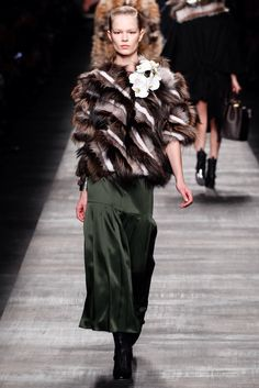 Fendi Fall 2014 Ready-to-Wear Fashion Show Collection