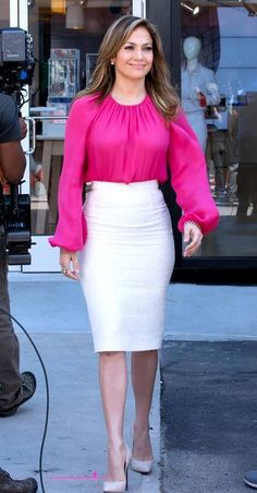 """Jennifer Lopez on the set of her """"Viva Movil"""" commercial - Brooklyn, New York - June 2013 J Lo Fashion, Women's Summer Fashion, Work Fashion, Womens Fashion, Classy Work Outfits, Chic Outfits, Fashion Outfits, Jennifer Lopez Outfits, Casual Dresses"""