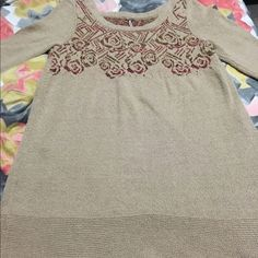 Free people rose intarsia bell sleeve sweater l Gorgeous sweater from free people! Flowy bell sleeve about 3/4 length. Rose print and super soft. Longer tunic fit, size large and true to size! In perfect condition! Free People Sweaters Crew & Scoop Necks
