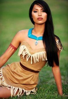 Principesse Disney sexy in carne e ossa. Pocahontas è la protagonista dell'omonimo film Disney basato sul personaggio di Pocahontas Rolfe. È l'unica principessa della Disney ad avere più di un amore e anche l'unica realmente esistita. Infatti, Pocahontas, fu una donna nativa degli Stati Uniti che sposò un uomo inglese, John Rolfe, e a Londra, sul finire della sua vita, divenne una celebrità. Nel cartone animato, la protagonista è una donna affascinante contraddistinta dalla sua grande…