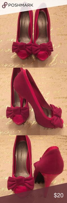 """Pretty in Pink Platforms Pink on pink platforms from Justfab. They are sueded with patent trim. Size 9 with 6"""" heels NIB. JustFab Shoes Platforms"""