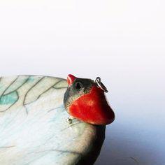 """Oiseau """"zozio piou"""" pendentif raku rouge et argent 925,  pièce unique fait main"""