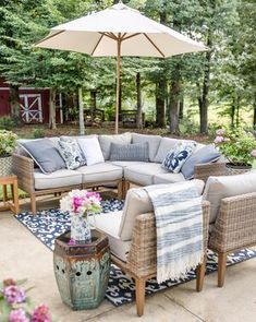 Maybe you would like to upgrade the complete back yard, or perhaps only the patio area. Your patio garden requires a floor finish. With many patio furniture alternatives to pick from you can readily make an outdoor space that is going to be well utilized. Patio Table, Backyard Patio, Patio Stone, Flagstone Patio, Concrete Patio, Backyard Ideas, Large Backyard, Patio Redo Ideas, Cheap Patio Ideas