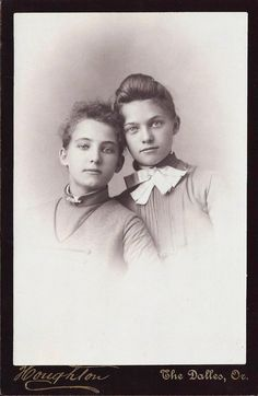 +~+~ Antique Photograph ~+~+  Stunning portrait of two sisters