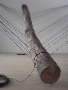 Maarten Brinkman, daran bilder hängen in form die dann ein skelett ergibt/ körper