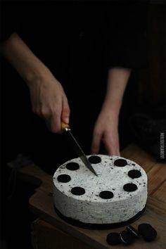 Sin duda una de las tartas más demandadas y con mas éxito es la tarta de queso  o cheesecake . L o único malo es que con este tiempo ta...