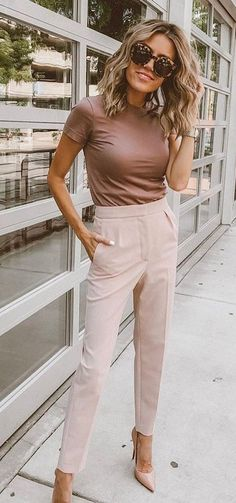 Popular Fall Outfits To Wear Now beige hose. Looks Chic, Looks Style, Work Looks, Beige Pants Outfit, Work Pants Outfit, Brown Outfit, Young Work Outfit, Neutral Outfit, Mode Outfits