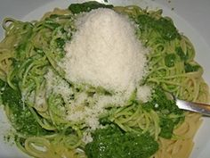Wild Garlic Pesto recipe - yum - from MiaDeRoca Fun Easy Recipes, Best Dinner Recipes, Spring Recipes, Side Recipes, Delicious Recipes, Wild Garlic Pesto, Breakfast Casserole Easy, Pesto Recipe, Salad Dressing Recipes