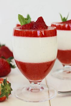 Copa de fresa con crema de mazapán :: Jahodový pohár s marcipánovým krémem http://sladkyaslanydulceysaladodomains.tumblr.com/post/116295331412/jahodovy-pohar-s-marcipanovym-kremem-copa-de