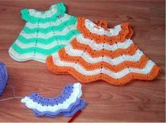 Free crochet Pattern for a cute doll dress - easy to adjust in size. German language