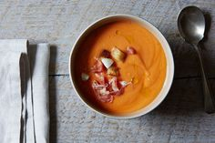 Salmorejo (Cold Spanish Tomato Soup with Serrano Ham) Ham Recipes, Healthy Recipes, Serrano Ham, Tomato Soup, Healthy Meal Prep, Soups And Stews, Curry, Vegetarian, Lunch