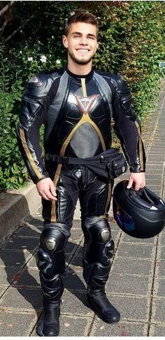 Sexy Biker Men, Biker Boys, Sexy Men, Motorcycle Wear, Motorcycle Leather, Motocross Outfits, Motocross Gear, Leather Fashion, Leather Men