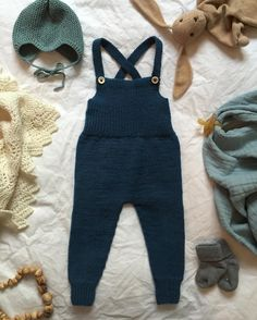 Mette Wendelboe Okkels / petiteknit Toddler Outfits, Baby Boy Outfits, Kids Outfits, Kids Dungarees, Overalls, Knitting For Kids, Baby Knitting Patterns, Baby Boy Fashion, Kids Fashion