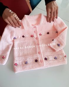 – Knitting world Baby Knitting Patterns, Love Knitting, Baby Hats Knitting, Knitting Blogs, Knitting For Kids, Baby Patterns, Knitted Baby Cardigan, Baby Pullover, Baby Girl Dress Patterns