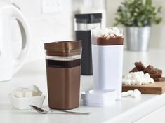 Gift idea for coffee lovers! Kafé in the Box is a unique square-shaped reusable coffee cup will keep hot beverages hot, made of durable Tritan! Great for hot chocolate too!  #coffee #giftidea #christmasgiftguide #ad @PrecidioDesign #reusablecup #reusablecoffeecups