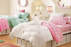A lovely collection of teen bedrooms for girls that come in girlish colors like pink, white, light blue, & green in a nice decorative way that girls will love.