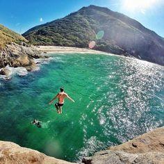 Praia do Perigoso, um paraíso pra lá da Barra de Guaratiba ☀️ @thiagoleite_ #napraiaRIO by @napraiario