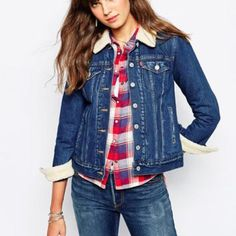Authentic Levi jean jacket Beautiful Levi denim jacket with furry lining made of acrylic, wool and polyester. Very comfortable and warm. Beautiful button details and a great fit. A true classic in great condition. Levi's Jackets & Coats Jean Jackets
