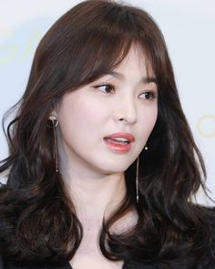 (notitle) Sure, the bushy perms of the might be out of vogue, but there are plenitude of hair pe Permed Hairstyles, Cute Hairstyles, Curly Hair Tips, Curly Hair Styles, Korean Beauty, Asian Beauty, Song Hye Kyo Style, Curly Hair Problems, Biracial Hair