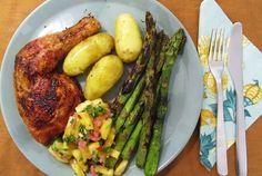 Klassinen grillikana ja ananassalsa Asparagus, Chili, Salsa, Vegetables, Food, Pineapple, Studs, Chile, Essen