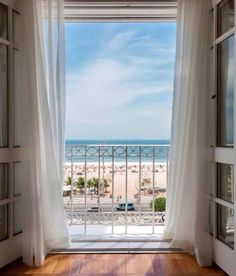 Room with a Beach View   La Beℓℓe ℳystère