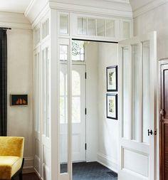 décoration d'entrée avec deux panneaux décoratifs