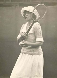 May Sutton Bundy, the first American to win Wimbledon in 1905, was inducted into Tennis Hall of Fame in 1956.  #tennis