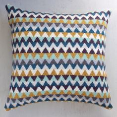 Today's favourite cushion is this chevron knitted cushion! Available on my website, link in profile!