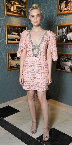 9e2ca7c37ce0 Elle Fanning in Miu Miu Promi Kleider, Silber Sandalen, Pailletten  Minikleid, Elle Fanning
