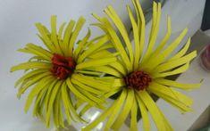 Flores originales con rollos de papel higiénico   Manualidades Plants, Ideas, Toilet Paper Rolls, Flower Bouquets, The Originals, How To Make, Creativity, Needlepoint, Projects