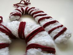 Twelve Crafts Till Christmas: holiday party craft auditions: yarn ornaments